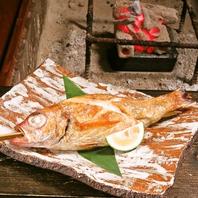 囲炉裏の熱でじっくり焼き素材の旨みを最大限に活かす。