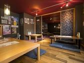 お座敷席、2室を開放して大部屋にもできます。ゆったり座れば32席。MAXで45名まで可能。「新歓コンパ」や「団体観光客」など対応可能!社員旅行や海外からの観光バスでの来店なども多数!
