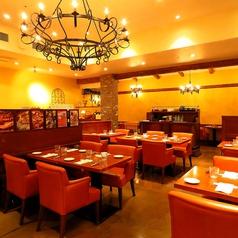 店内中央のメインフロアは、テーブル・ソファー席をご利用いただき最大60名様までご宴会OK!