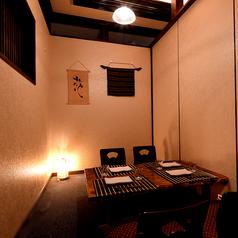 ゆったりくつろげる個室空間。