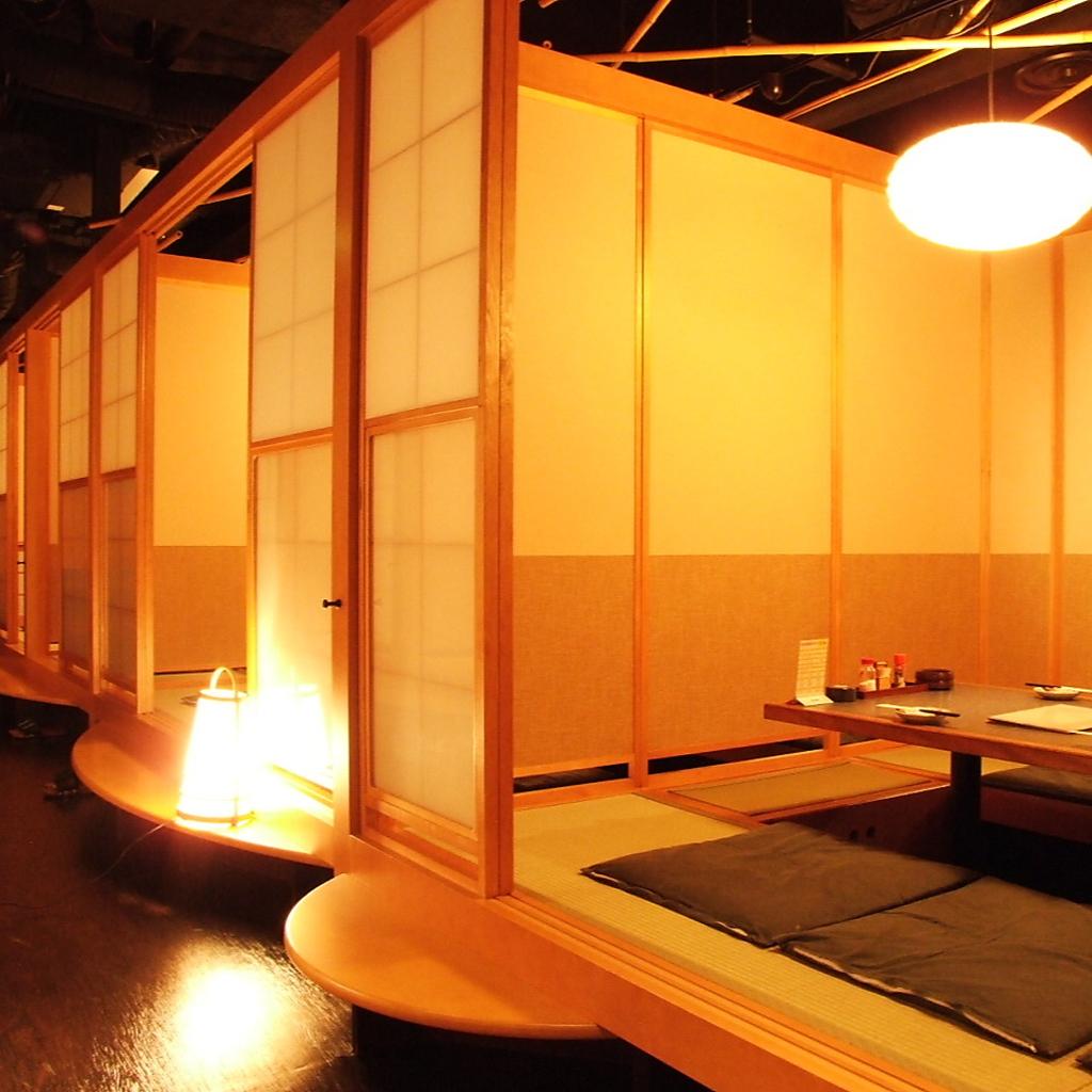 ゆったりできる掘りごたつの個室は人数に合せて仕切れる、完全なプライベート空間。