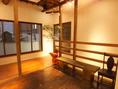 個室空間を自由にセットすることができます。団体様もごゆっくりお過ごしいただける【2F】8名様までご利用できる個室。3室をつなげて最大24名様までのご宴会にご対応しております。
