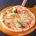 料理メニュー写真ミックスピザ/トマト&アボカド&ベーコンピザ/明太マヨピザ