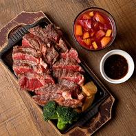 ミートボールやステーキ、ローストビーフの本格肉料理!