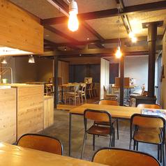 開放感のある広々とした店内にはご利用人数に応じてテーブル席をご用意しております。