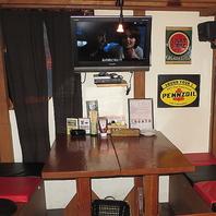 ロフト席の階下はモニター・DVDプレイヤーを装備