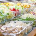 お肉だけじゃない!豊富な一品料理やビュッフェコーナーも充実!新鮮野菜・ごはん・うどん・アイスクリームもビュッフェコーナーからご自由にお取りいただけます!大人数宴会にもとっても便利☆是非ご利用ください!
