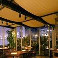 宴会向けのレイアウトイメージ。大きな窓がある開放的なダイニング空間で、会社宴会や二次会など、各種パーティーをお楽しみください♪