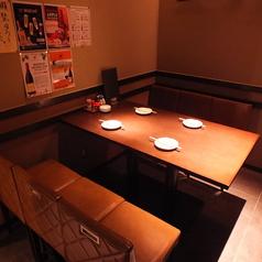 落ち着いた雰囲気のテーブル席です。