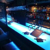新宿 東口 でバーデビュー★★★2人の距離感縮まる★横並びバーカウンター席♪♪軽い飲み会や二次会にピッタリ♪2名様づつお席が仕切られているので、いつの間にか2人の世界になっているかも★ミ