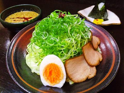 何度も足を運びたくなる、広島発祥のつけ麺の奥深さを堪能できる店。
