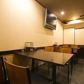 広めのテーブル席は2~3人の飲み会に★