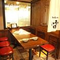 【8名席半個室】3方向壁で仕切られたお席です。通路側はのれんでのしきりになりますが、そこはいろは札幌駅前店♪縦長のお席でお客様同士のお席がまわりに多くないためほぼ個室のような雰囲気で楽しんで頂けますよ。宴会でも食べ飲み放題でもやっぱりいろはにほへと♪