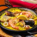 料理メニュー写真海の幸たっぷりシーフードパエリア