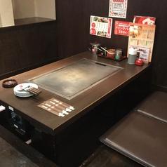 ゆったりくつろげる4名様用掘りごたつ式のテーブル席です♪