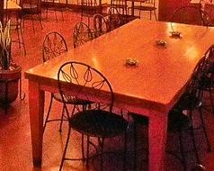 10名掛けの広々したテーブル席