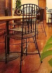 3名掛けのテーブル席