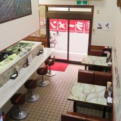 カウンター【9席】1階ですので、ご注文やお料理の提供など大変スムーズです!お一人様や女性でも入りやすい!少人数でのお食事、時間のないサラリーマン、会社帰りのちょい呑みやお食事など様々なシーンでご利用いただけます。~下町ブームの旅行のお食事なども「町中華」がピッタリです。