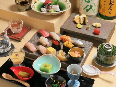 東京銀座の銘店で長年修業した鮨職人が作り出す絶品を贅沢な空間で味わう