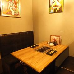 2名様からご利用できるテーブル席はデートや記念日などのにも最適!大切な方と素敵な時間をお過ごしいただけます♪