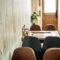 【カフェのような空間】テーブル、椅子もこだわりが詰まっています。