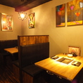 洋モダンな座席を多数ご用意!落ち着く間接照明と木目調の店内はゆったり食事ができるリラックス空間です!