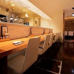 1軒目利用やサク飲みに対応したテーブル席。