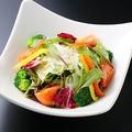 料理メニュー写真10種野菜のシーザーサラダ