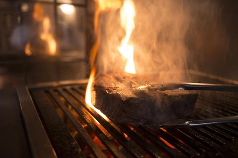 熟成肉炭火焼