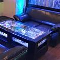 全席ソファー席で更にテーブル水槽☆水族館のようなデザイナーズ空間は日常を感じさせない特別な時間を提供!
