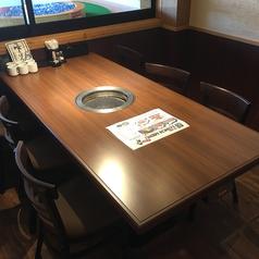 2~4名様テーブルをご用意しております。