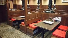 ◆広めのテーブルとなっております。補助席をつけて最大6名様座って頂けます。