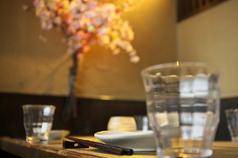 【宴会最大80名様迄】広々とした店内でご宴会を!上質な食材を使用したお料理をリーズナブルに楽しめる「天和-あまと-」では、市場直送の鮮魚や朝引き地鶏をお造り等でご堪能いただけます。料理と相性抜群のドリンクも種類豊富にご用意!生ビール・ワイン・日本酒・焼酎等、お客様のお好みでご注文ください♪