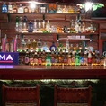 全7席のカウンターの前には珍しいお酒や、テキーラが並びます☆サク飲みやデートにぴったり♪