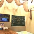 ママ会に人気!キッズマットや落書き黒板付きキッズルーム。ラオケ・DVDプレーヤー・スマホ充電器完備!
