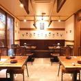 4名様テーブルが4個ある空間になります。広々としてた空間でのお食事ができます。