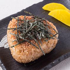 料理メニュー写真焼きおにぎり/おにぎり(鮭、梅、こんぶ、明太子)