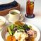 ランチタイム人気NO2はチキン南蛮。宮崎流と福岡流の食べ比べも好評です♪