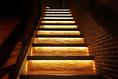 2階へ繋がる階段を上がると・・・