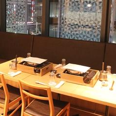 テーブル席半個室。名古屋駅を眺めながらお食事できる贅沢なお席。