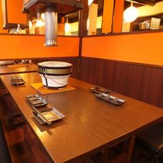 全席半個室の落ち着きのテーブル席