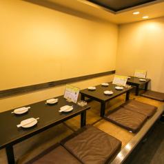 お座敷席は4名席が2組、2名席が1組ございます!テーブルを繋げることも出来ますので、各種ご宴会にも◎最大12名様までお座りいただけます!足をのばせるお座敷席なので、ご家族連れにもオススメです☆