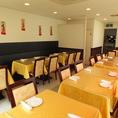 【2階】2階フロアは個室とホール席を合わせることで、最大70名様までの貸切も可能。※2階個室が満席の際は、ホール席のみを20名様~貸切可能。個室感覚でご利用頂けます。(横浜中華街 食べ放題 個室)