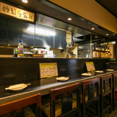 カウンター席は6席ございます☆調理風景が眺められ、ゆっくりとお食事をお楽しみ頂けます。おひとり様でのご夕食やサク飲みに最適です♪