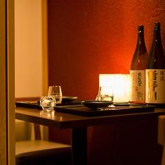 【2~4名様用テーブル席】ほのかな照明が心地よい少人数様向けの個室席。