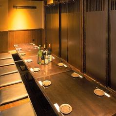 最大16名様までご利用可能な掘りごたつ個室です。お仲間との飲み会はもちろん接待にもご利用いただけるゆったりとお過ごしいただけるおすすめの個室となっております。