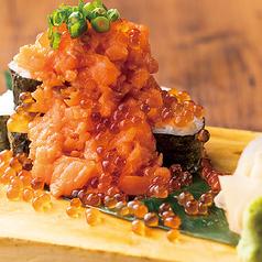 サーモンといくらのこぼれ寿司