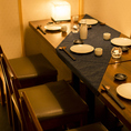 【4~6名様用テーブル席】モダンで落ち着いた印象の個室席。