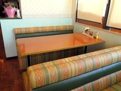 ソファテーブル席6名様席、ゆったり広々としております♪