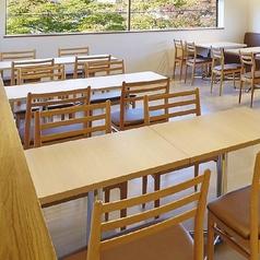 4名テーブル×3卓ございます。